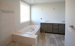 9586_n_6900_w_MLS_HID808845_ROOMmasterbathroom